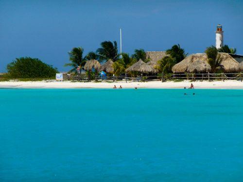 papludimio Kurortas,paplūdimio nameliai,šiaudiniai nameliai,papludimys,atostogos,šventė,vasara,vanduo,kelionė,atogrąžų,sala,turizmas,kranto,rojus,smėlis,gražus,saulėtas,kurortas,atsipalaiduoti,lauke,egzotiškas,vaizdingas,nameliai,maudytis,mėlynas,dangus,švyturys,vandenynas,jūra