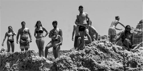 paplūdimio zona,jaunuoliai,paauglys,žmonės,laisvalaikis,dangus,jauna moteris,atostogos,gyvybingumas,ramus žmones,lauke,vasaros atostogos,šiluma,laisvė,gamta,laimė,gyvenimo būdas,atostogos,portugal,gražūs žmonės