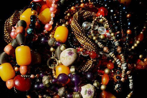 karoliukai,karoliukai,daugiaspalvis,gintaras,ametistas,stikliniai karoliukai,raudona,geltona,violetinė,auksas,keramika,metalinės karoliukai,karoliukų stygos,meniškai štampuoti karoliukai,karoliai,papuošalai,papuošalai,hobis,spalvinga