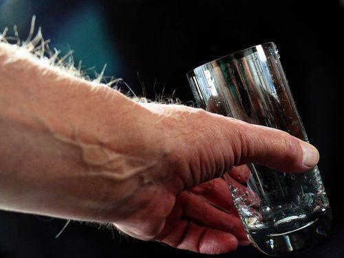 keptuvėlis,mėlynas auksas,drėgnas elementas,troškulys,gerti,stiklas,h2o,šviesiai mėlynas,šviesa,mineralinis mineralas,šlapias,gyvenimo šaltinis,šešėlis,Šveicarija,seltzer seltzer vanduo,soda,gazuotas vanduo,mineralinis vanduo,gazuotas vanduo,vanduo buteliuose,vanduo,stiklinė vandens