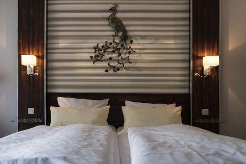 lova,dvigulė lova,miegoti,pagalvė,poilsis,antklodė,pavargęs,atsipalaiduoti,atsipalaidavimas,jaukus,nostalgija,apgyvendinimas,kambarys,viešbutis,viešbučio kambariai,užeiga,Gasthof,lova amp,pusryčiai,butas,šventė,turistinis,turizmas,šviesos lempos,apšvietimas,paukštis,puokštė,deko,apdaila