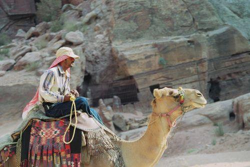 Beduinas, Dromedary, Petra, Raudonasis, Spalvinga, Siq, Jordan, Nabataeans, Šventė, Kelionė, Artimieji Rytai, Kanjonas, Smėlio Akmuo, Dykuma, Gorge, Indiana Jones, Nuotykis, Pasaulinis Paveldas, Unesco, Skenuoti Kb Dia