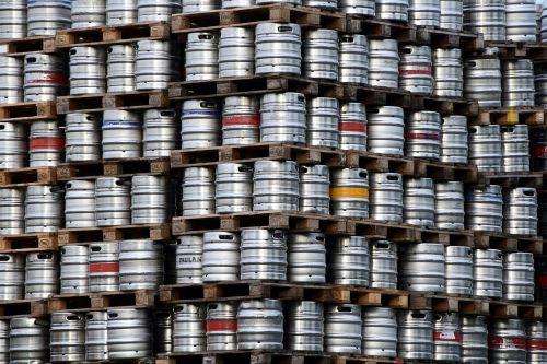 alus,alaus statinės,metalas,mažos alaus kameros,maistas,gerti,atsargos,diapazonas,sukrauti,alaus turtas,fonas,alaus darykla,skystas,statinės,metaliniai statiniai,oktoberfest,alaus sodas,bavarija,alkoholis
