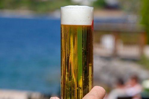 alus, gerti, alkoholio, Alus stiklo, stiklo, putos, alaus putos, alaus sode, atgaiva, paliesti, alaus Crown, skanus, skanus, alaus gėrimas, pobūdį, troškulys, troškulys malšintojas, Prostas, galva