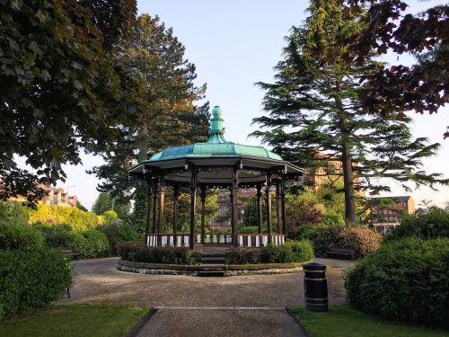 Belper,Derbyshire,piko rajonas,piko,rajonas,Anglija,kaimas,upių sodai,sodai,bandstandas,grupė,stovėti,medžiai,vaizdingas,turizmas