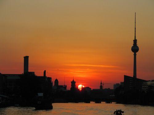 Berlynas,oberbaumbrücke,tv bokštas,saulėlydis,abendstimmung,šurprizas