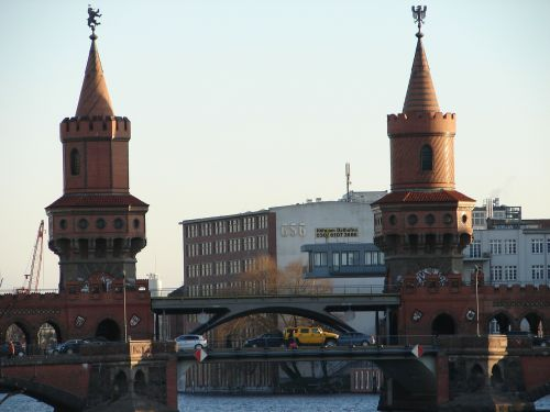 Berlynas,oberbaumbrücke,tiltas,struktūros