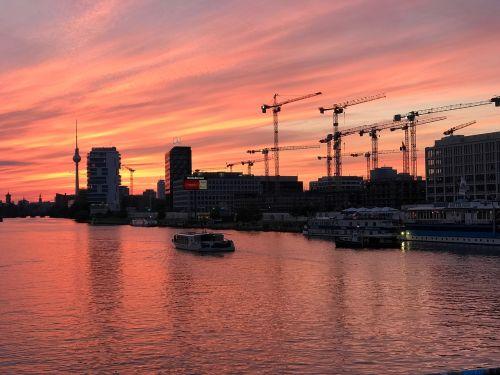 Berlynas,oberbaumbrücke,vakaras,saulėlydis