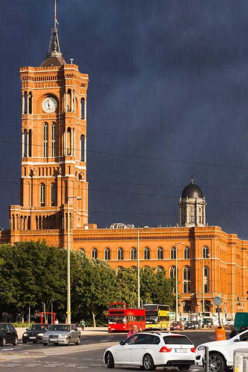 Berlynas,pastatas,raudona rotušė,gewitterstimmung,orientyras