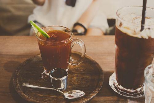 gėrimai,gėrimai,soda,alkoholis,sultys,kokteilis,stalas,restoranas,gerti,užkandžiai