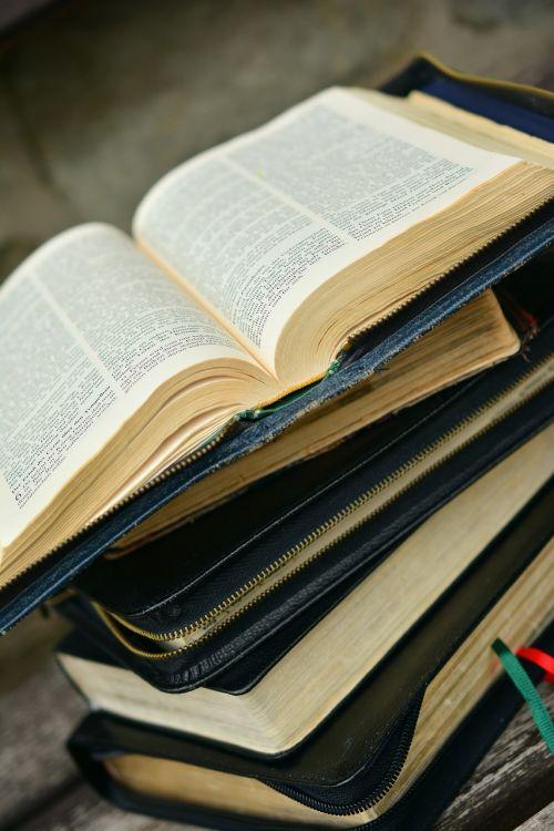 Biblija,knyga,krūva,šventasis Raštas,krikščionybė,skaityti,religija,Dievo žodis,krikščionis,senoji knyga,puslapiai,knygos puslapis,tikėjimas religija,krikščioniškoji literatūra