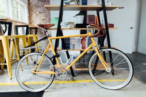 dviratis,dviratis,knygos,vairai,patalpose,stipinai,ratai