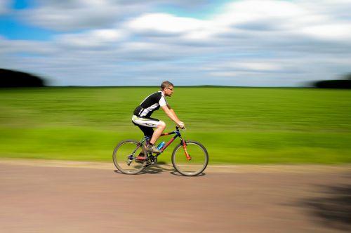 dviratis,dviratis,dviračiu,Sportas,ciklą,važiuoti,linksma,lauke,laisvalaikis,veikla,vasara,gyvenimo būdas,aktyvus,vyras,žmonės,poilsis,sveikas,dviratininkas,suaugęs,pratimas,kelias,Patinas,asmuo,lauke,lauke,dviračiu,ratas,greitis,dviratis,Jodinėjimas,gabenimas,veiksmas,fitnesas