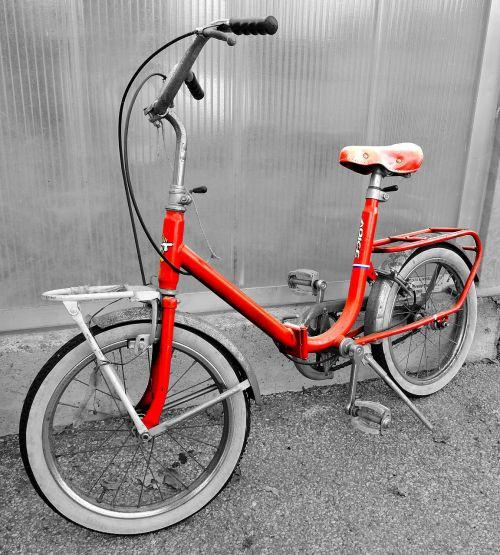 dviratis,senas,raudona,vintage,ratai,balnas,vairai,pedalai