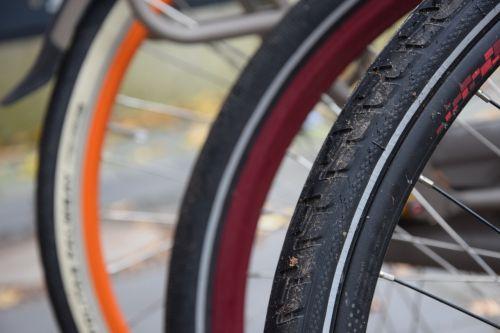 dviratis,subrendęs,oranžinė,ratas,padangos,dviračių padangos,dviračiu,makro,profilis,dviračių kelionė,Uždaryti,laisvalaikis,judėjimas,Išjunk,pasivažinėjimas dviračiu,ciklą,dviračių transporto priemonė,dviračiai,dviračių kelionė,kalbėjo