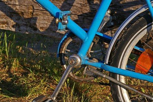 dviratis, senas dviratis, Mini Bike, spalvingas dviratis, GDR dviratis, išjungė, Dviračiuose transporto priemonės, metai, aprūdijęs dviratis, laisvalaikis, dviračiu Sportas, ciklas, ratas, dviratis grandinės, reflektorius, judėti, daugiau, dviračių turas, pasivažinėjimas dviračiu, Sportas, pertrauka, poilsis