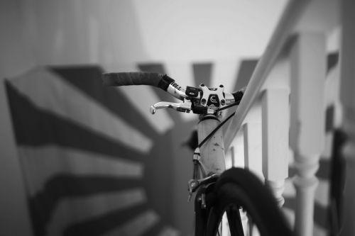 dviratis,vėliava,laiptai,juoda,balta,dizainas,reklama,simbolis,kelionė