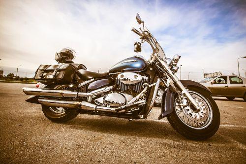 baikeris,motociklas,sunkus motociklas,Harley Davidson,dviratis,kietas motociklas,transportas,gatvė,kelias,motociklai,brangus,kietas,greitkelis,ratlankiai,chromas,dangus,vamzdis