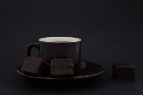 karštas šokoladas,šokoladas,kavinė,kakavos milteliai,šokoladiniai gabaliukai,Juodasis šokoladas,kava