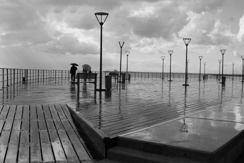 juoda ir balta,lentynas,jūros pakrantė,papludimys,vandenynas,kraštovaizdis,debesys,dangus,lauke