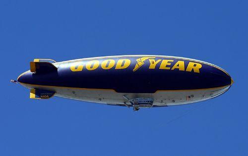 blimp,geri metai,dangus,orlaivis,dirižablis,dirižablis,skraidantis,oras,gabenimas,skrydis,plaukiojantieji,laivas,kelionė,reklama,rinkodara