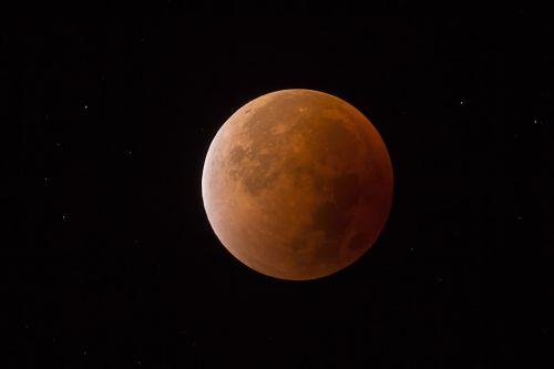 kruvinas mėnulis,mėnulio tamsa,mėnulis,super mėnulis,naktinis dangus,raudonas mėnulis,pilnatis