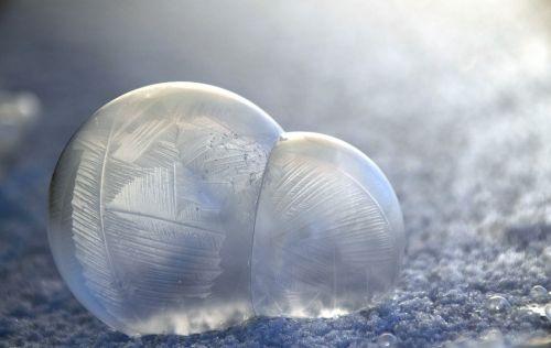 smūgis,muilo burbuliukai,matinis,žiema,smūgis-matinis,šaltas,gražus,modelis,struktūra,burbulas,rutuliai,ledas,fonas,mirgėjimas