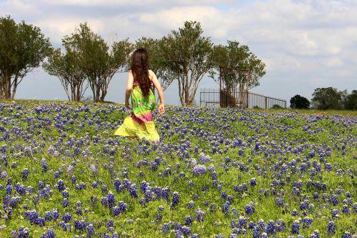 mėlynos kabliukai,gėlės,mergaitė,gamta,pavasaris,wildflower,žiedas,texas,žydėti,kraštovaizdis,texas kraštovaizdis,taikus,lauke,žydi