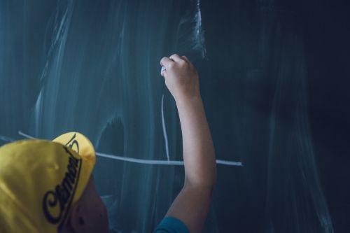 lenta,vaikas,mokykla,vaikai,mokytis,mokymas,lenta,kreida,švietimas,mokymas,šiferis,pedagogika,rašymo lenta,šrifto,klasė,studentai,mokymo planas,dalykai,palikti,žinoti,Atgal į mokyklą,klasė,menų klasė,skaityti,tepamas