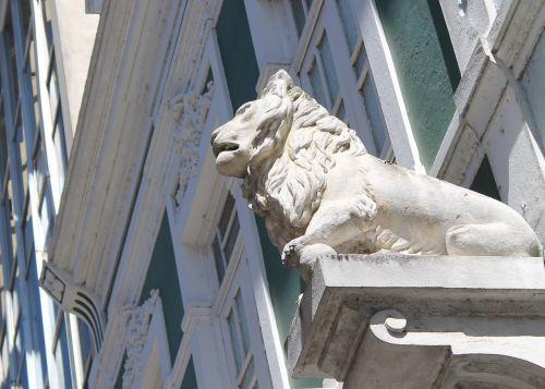 Lentynas, Campos Dos Goytacazes, Liūto Statula