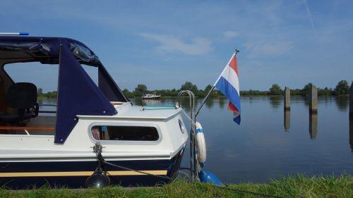 valtis,poilsis,platus,plaukiojimas,ramus,poilsis,prieplauka,marrekrite,laivas,plaukiojantys atostogos,vanduo,šventė,mėlynas dangus,atsipalaiduoti