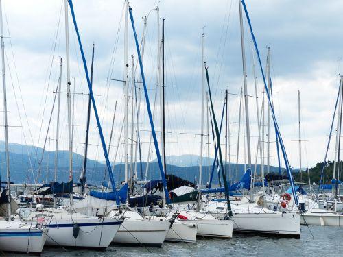valtys,uostas,burlaiviai,stiebai,valčių stiebai,burių stiebai