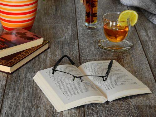 knyga,skaityti,literatūra,mokytis,tekstas,šrifto,puslapis,akiniai,tee,gerti,stiklas,popierius