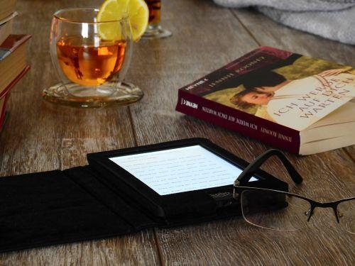 knyga,skaityti,literatūra,mokytis,tekstas,šrifto,puslapis,akiniai,tee,gerti,stiklas,skaitytojas,e-skaitytuvas,technologija,skaitmeninis,kobo,įsižiebti,popierius