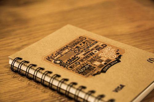 knyga,stalas,tipografija