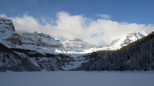 bumu ežeras,Banfo nacionalinis parkas,Vakarų Kanadoje,žiema,ežeras