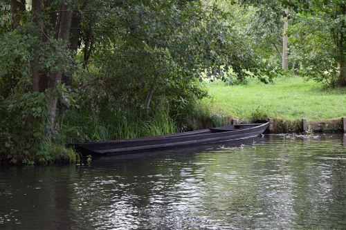 boot,miškas,medis,vanduo,kraštovaizdis,gamta,ežeras,laivas,upė,turizmas,veidrodis,vasara,bankas,irklavimo valtis,romantika,atsigavimas,atostogos,srautas,žuvis,papartis,vaizdingas,šventė