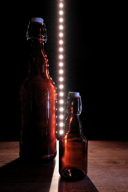 butelis,alaus butelis,gerti,lyginimas,geležinė spyna,geležies butelis,stiklas,laivas,alus,alkoholis,stiklinis butelis,uždarymas