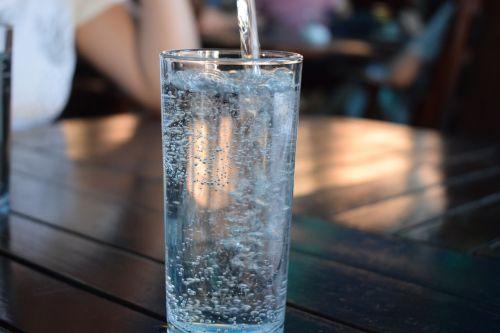 butelis,mineralinis vanduo,Vandens butelis,geriamas vanduo,plastmasinis,skystas,mėlynas,karbonatas,gerti,butelio kakliukas,stiklas,skaidrus,vanduo,sveikas,švieži vasara,mityba,vitaminas,skanus,mityba,ekologiškas,maistingas,maistas mano sveikatai