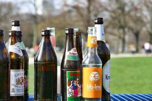 butelis, grąžinama butelis, alaus butelis, taršos, aplinkos apsauga, aplinka, mano butelis, atliekų šalinimo, atliekų, perdirbimas, stiklo, linksma, šiukšlių, stiklinis butelis, gerti, silpnoji, šalinimo, ekologija