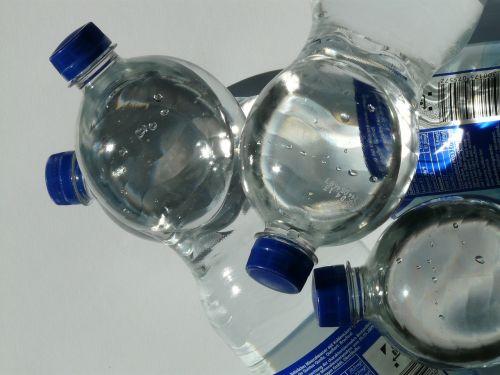buteliai,plastikinis butelys,butelis,mineralinis vanduo,vanduo,skaidrus,dangtelis,mėlynas,Uždaryti,gerti,anglies rūgštis,vis dar,atsipalaidavimas,rūpestis,naminis gyvūnėlis,polietileno tereftalatas