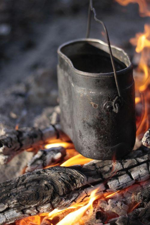 bouleris,laužas,koster,liepsna,anglis,turizmas,laukinė gamta,Ugnis,miškas,malkos,nudegimai,karščiavimas