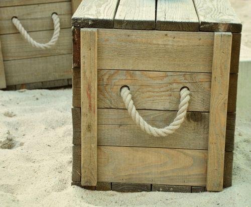 dėžė,papludimys,medinė dėžė,lynai,jūros dėžė,mediena,mezgimas,smėlis,šventė,vasara,atostogos