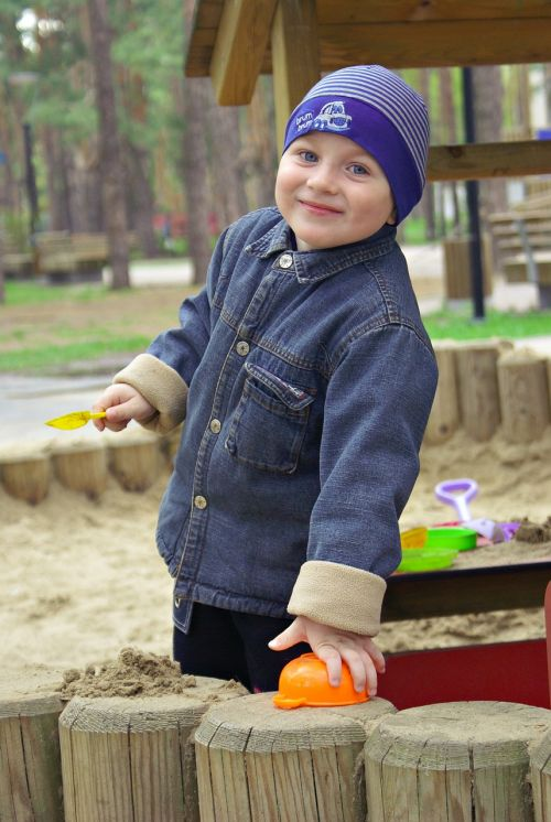 berniukas,sandbox,žaidimas,parkas,fotografuoti vaikus,šypsena,džiaugsmas,žaidimai,parke