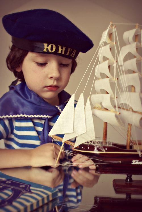 berniukas,laivas,jūrininkas,vaikai,jūra,vaizdas,vaikystę,gražiai,svajonė,vaikystės svajonė,fotografija,modelis