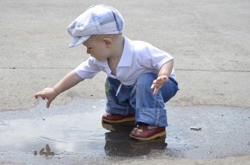 berniukas,vasara,sūnus,kūdikis,vaikas,fotografuoti vaikus,vaikščioti,šviesi diena,mažai,saulėta diena