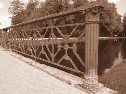 tiltas,geležis,tinklelis,apie,turėklai,kalvotas geležis,geležinė tvora,sepija