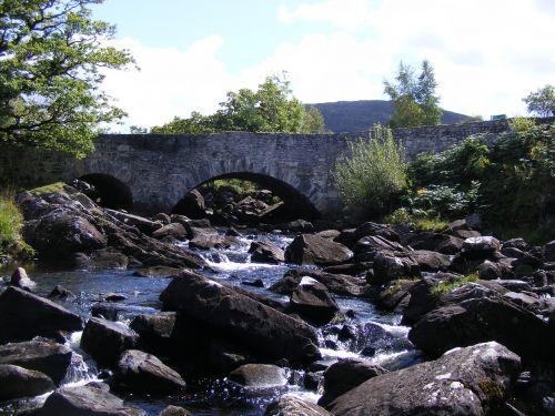 tiltas,akmuo,upė,krioklys,Airija,viduramžių,kaimiškas