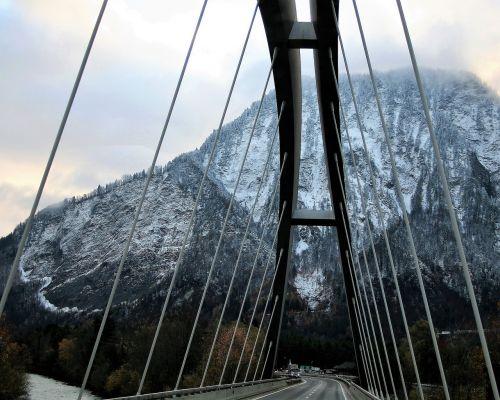 tiltas,lynai,plienas,greitkelis,Vaizdas iš viršaus,sniegas,Alpės,viršūnės,kraštovaizdis,aukštas,takas,gamta,turizmas,transportas,panorama,kelionė,Šveicarija,kalnų vaizdai,žygių takas,kalnų grožis,rytas,migla,takas,Debesuota,medis,upė