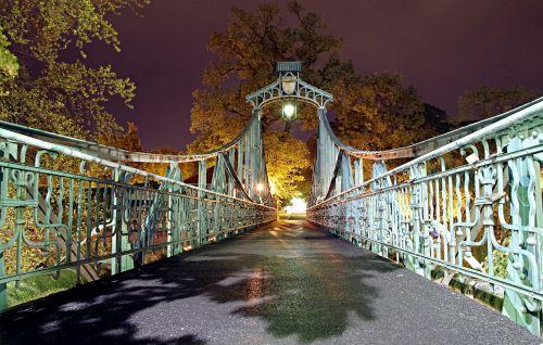 tilto groszowy,istorinis,tiltas,papuoštas,turėklai,Opolė,naktis,šviesa,klimatas,pasaka,geležis,suklastotas,naktinis miestas,miestas naktį,naktis,nakties nuotrauka,miestas,lempa,žibintai,švytėjimas,turizmas,aukso dangus